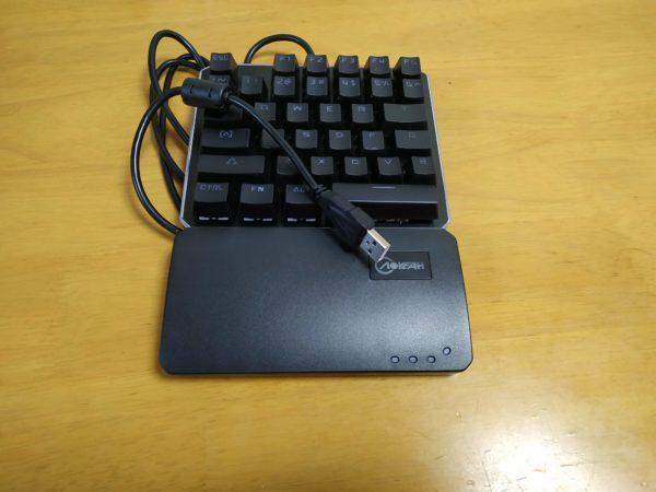 左手キーボードは有線接続